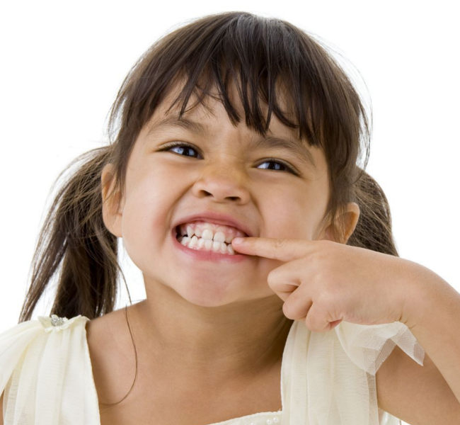Enfant chez le dentiste pédiatrique